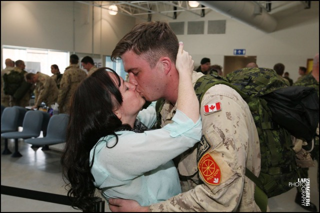 Captain Tracy Decker kisses her boyfriend Copral Cal MacIsaac at CFB Trenton in Trenton, Ont., on Thursday on Jan. 23, 2014. About hundered Canadian trooops returned home from Afghanistan, this is one of the last returing group of forces from Afghanistan. Lars Hagberg for the Globe and Mail