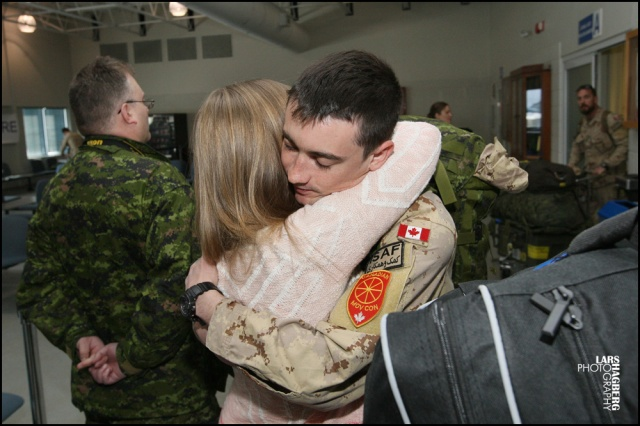 Michelle Macland and Private Jordan McDonald hugs at the arrival gate at CFB Trenton in Trenton, Ont., on Thursday on Jan. 23, 2014. This one of the last returing batched of Canadian forces from their misson Attention in Afghanistan. Lars Hagberg for the Globe and Mail