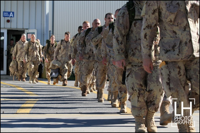 104 members of Canadian forces walk on the tarmc to a waiting Airbus CC-150 Polaris at CFB Trenton in Trenton, Ont., on Thursday, Oct. 23, 2014.  The Canadian forces will help fight the ISIL and be based out of Kuwait City, Kuwait.  THE CANADIAN PRESS/Lars Hagberg